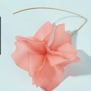 Acrylic floral earring in light coraly pinkish